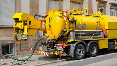 Liquid-waste-truck